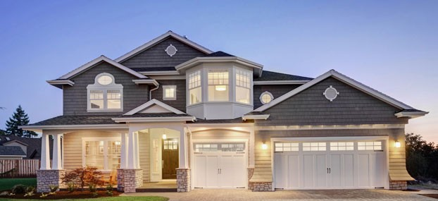 house-lighted-driveway_159028475